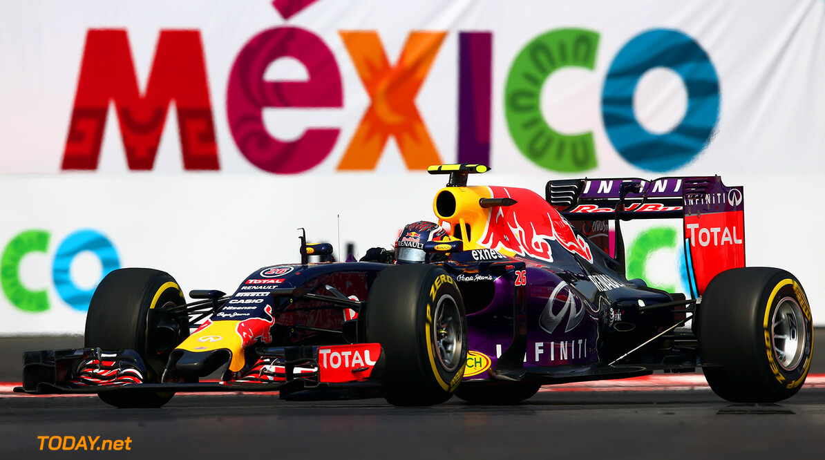 MEXICO CITY, MEXICO - NOVEMBER 01:  Daniil Kvyat of Russia and Infiniti Red Bull Racing drives during the Formula One Grand Prix of Mexico at Autodromo Hermanos Rodriguez  on November 1, 2015 in Mexico City, Mexico.  (Photo by Clive Mason/Getty Images) // Getty Images/Red Bull Content Pool // P-20151101-00697 // Usage for editorial use only // Please go to www.redbullcontentpool.com for further information. //  F1 Grand Prix of Mexico Clive Mason Mexico City Mexico  P-20151101-00697