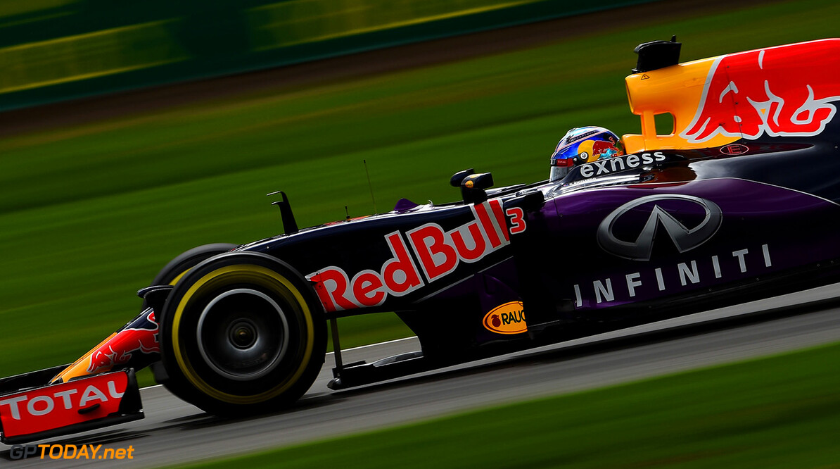 MEXICO CITY, MEXICO - OCTOBER 31:  Daniel Ricciardo of Australia and Infiniti Red Bull Racing drives during qualifying for the Formula One Grand Prix of Mexico at Autodromo Hermanos Rodriguez on October 31, 2015 in Mexico City, Mexico.  (Photo by Lars Baron/Getty Images) // Getty Images/Red Bull Content Pool // P-20151031-00693 // Usage for editorial use only // Please go to www.redbullcontentpool.com for further information. //  F1 Grand Prix of Mexico - Qualifying Lars Baron Mexico City Mexico  P-20151031-00693