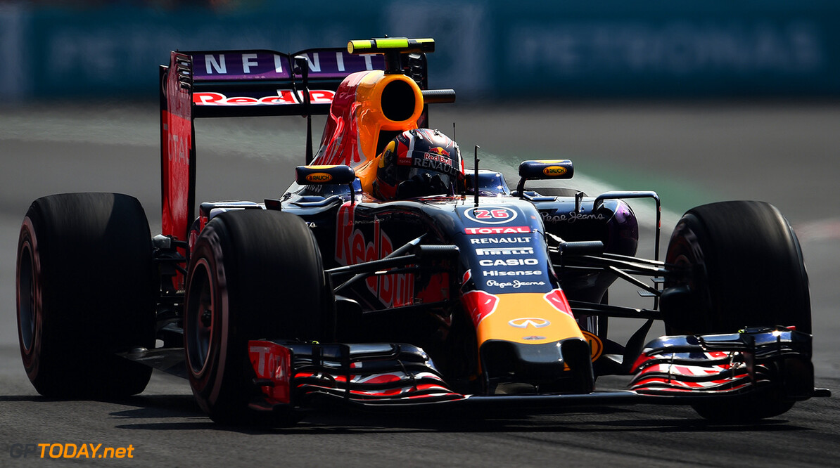 MEXICO CITY, MEXICO - NOVEMBER 01:  Daniil Kvyat of Russia and Infiniti Red Bull Racing drives during the Formula One Grand Prix of Mexico at Autodromo Hermanos Rodriguez  on November 1, 2015 in Mexico City, Mexico.  (Photo by Lars Baron/Getty Images) // Getty Images/Red Bull Content Pool // P-20151101-00677 // Usage for editorial use only // Please go to www.redbullcontentpool.com for further information. //  F1 Grand Prix of Mexico Lars Baron Mexico City Mexico  P-20151101-00677