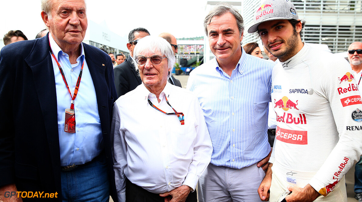 MEXICO CITY, MEXICO - OCTOBER 30:  King Juan Carlos of Spain poses with Carlos Sainz of Spain and Scuderia Toro Rosso, his father Carlos Sainz and F1 supremo Bernie Ecclestone in the paddock during practice for the Formula One Grand Prix of Mexico at Autodromo Hermanos Rodriguez on October 30, 2015 in Mexico City, Mexico.  (Photo by Mark Thompson/Getty Images) // Getty Images/Red Bull Content Pool // P-20151030-00766 // Usage for editorial use only // Please go to www.redbullcontentpool.com for further information. //  F1 Grand Prix of Mexico - Practice Mark Thompson Mexico City Mexico  P-20151030-00766