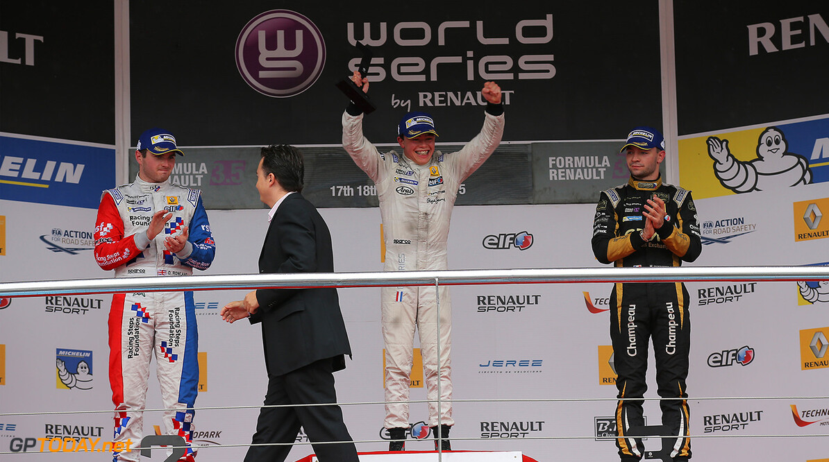 DE VRIES Nyck (NED) Dams (FRA) ambiance portrait, podium with ROWLAND Oliver and VAXIVIERE Matthieu during the 2015 World Series by Renault from October 16 to 18th  2015, at Jerez, Spain. Photo Gregory Lenormand / DPPI. AUTO - WSR JEREZ 2015 Gregory Lenormand Jerez Espagne  2.0 2015 Auto Car Championnat Europe Formula Renault Formules Fr Fr 3.5 Monoplace Motorsport Race Renault Sport Series Sport Uniplace Voitures World World Series By Renault Wsr Espagne