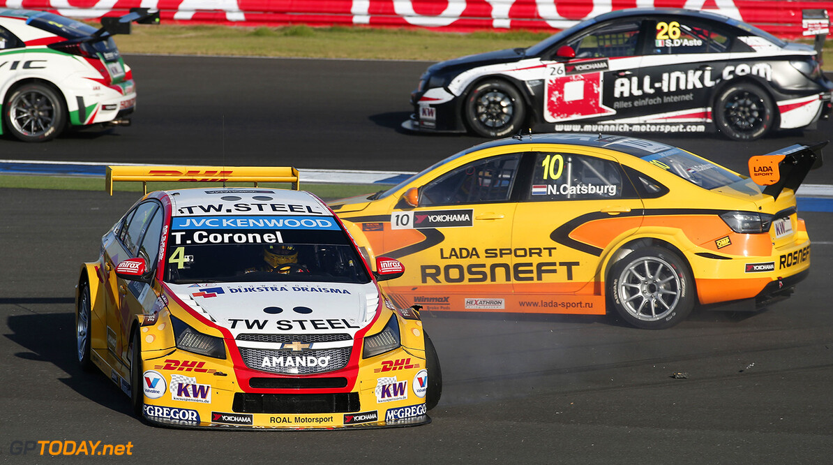 04 CORONEL Tom (ned) Chevrolet Cruze team Roal motorsport action 10 CATSBURG Nicky (ned) Lada Vesta team Lada Sport Rosneft action crash during the 2015 FIA WTCC World Touring Car Championship race at Buriram from October  31h to November 1st  2015, Thailand. Photo Jean Michel Le Meur / DPPI AUTO - WTCC BURIRAM 2015 Jean Michel Le Meur    Auto Championnat Du Monde Chang Chang International Circuit Circuit Course Fia Motorsport November Novembre October Octobre Thailand Thailande Tourisme Wtcc