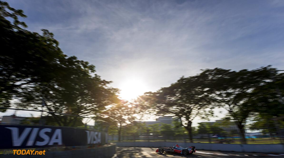 2015/2016 FIA Formula E Championship. Putrajaya ePrix, Putrajaya, Malaysia. Saturday 7 November 2015. Nick Heidfeld (GER), Mahindra Racing M2ELECTRO. Photo: Zak Mauger/LAT/Formula E ref: Digital Image _L0U1312  Zak Mauger    fe formula e action