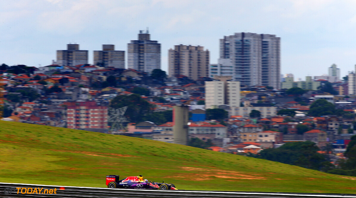 SAO PAULO, BRAZIL - NOVEMBER 15:  Daniel Ricciardo of Australia and Infiniti Red Bull Racing drives during a reconnaissance lap before the Formula One Grand Prix of Brazil at Autodromo Jose Carlos Pace on November 15, 2015 in Sao Paulo, Brazil.  (Photo by Clive Mason/Getty Images) // Getty Images/Red Bull Content Pool // P-20151115-00628 // Usage for editorial use only // Please go to www.redbullcontentpool.com for further information. //  F1 Grand Prix of Brazil Clive Mason Sao Paulo Brazil  P-20151115-00628