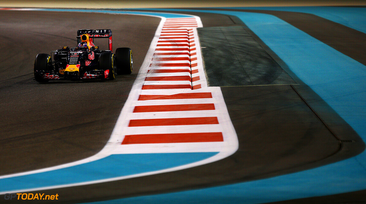 ABU DHABI, UNITED ARAB EMIRATES - NOVEMBER 27:  Daniel Ricciardo of Australia and Infiniti Red Bull Racing drives during practice for the Abu Dhabi Formula One Grand Prix at Yas Marina Circuit on November 27, 2015 in Abu Dhabi, United Arab Emirates.  (Photo by Mark Thompson/Getty Images) // Getty Images/Red Bull Content Pool // P-20151127-00949 // Usage for editorial use only // Please go to www.redbullcontentpool.com for further information. //  F1 Grand Prix of Abu Dhabi - Practice Mark Thompson Abu Dhabi United Arab Emirates  P-20151127-00949