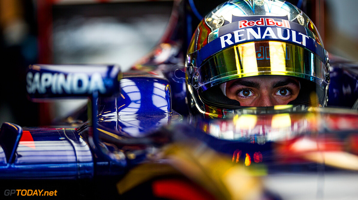 ABU DHABI, UNITED ARAB EMIRATES - NOVEMBER 27:  Carlos Sainz of Scuderia Toro Rosso and Spain during practice for the Abu Dhabi Formula One Grand Prix at Yas Marina Circuit on November 27, 2015 in Abu Dhabi, United Arab Emirates.  (Photo by Peter Fox/Getty Images) // Getty Images/Red Bull Content Pool // P-20151127-00910 // Usage for editorial use only // Please go to www.redbullcontentpool.com for further information. //  F1 Grand Prix of Abu Dhabi - Practice Peter Fox Abu Dhabi United Arab Emirates  P-20151127-00910