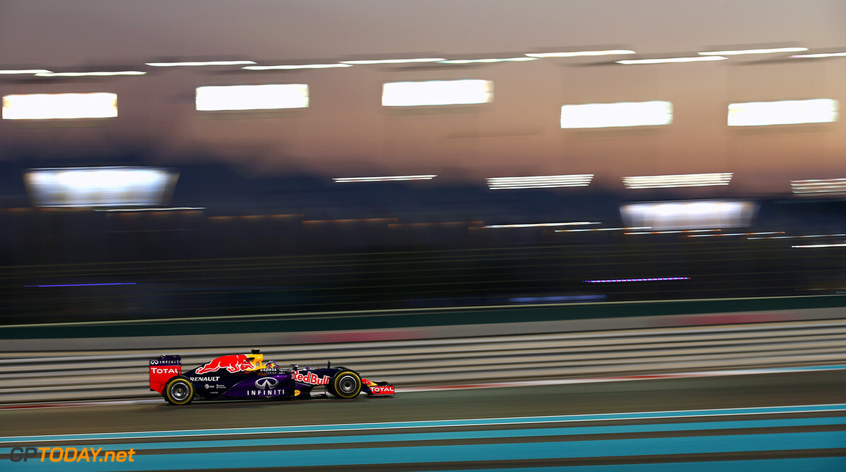 ABU DHABI, UNITED ARAB EMIRATES - NOVEMBER 29:  Daniel Ricciardo of Australia and Infiniti Red Bull Racing drives during the Abu Dhabi Formula One Grand Prix at Yas Marina Circuit on November 29, 2015 in Abu Dhabi, United Arab Emirates.  (Photo by Paul Gilham/Getty Images) // Getty Images/Red Bull Content Pool // P-20151129-00420 // Usage for editorial use only // Please go to www.redbullcontentpool.com for further information. //  F1 Grand Prix of Abu Dhabi Paul Gilham Abu Dhabi United Arab Emirates  P-20151129-00420