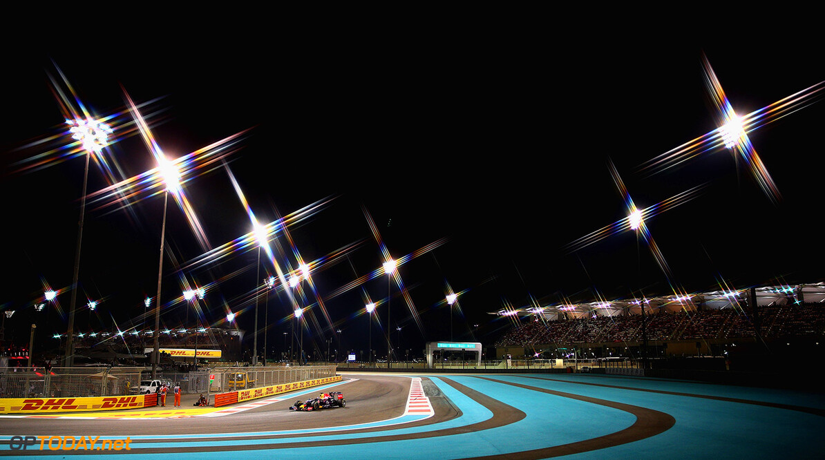 ABU DHABI, UNITED ARAB EMIRATES - NOVEMBER 29:  (EDITORS NOTE: A star filter was used for this image.)  Daniel Ricciardo of Australia and Infiniti Red Bull Racing drives during the Abu Dhabi Formula One Grand Prix at Yas Marina Circuit on November 29, 2015 in Abu Dhabi, United Arab Emirates.  (Photo by Clive Mason/Getty Images) // Getty Images/Red Bull Content Pool // P-20151129-00426 // Usage for editorial use only // Please go to www.redbullcontentpool.com for further information. //  F1 Grand Prix of Abu Dhabi Clive Mason Abu Dhabi United Arab Emirates  P-20151129-00426