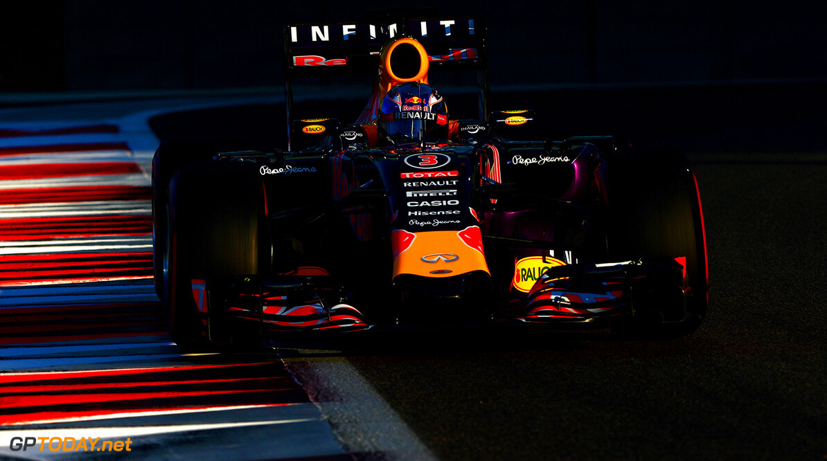ABU DHABI, UNITED ARAB EMIRATES - NOVEMBER 29:  Daniel Ricciardo of Australia and Infiniti Red Bull Racing drives during the Abu Dhabi Formula One Grand Prix at Yas Marina Circuit on November 29, 2015 in Abu Dhabi, United Arab Emirates.  (Photo by Dan Istitene/Getty Images) // Getty Images/Red Bull Content Pool // P-20151129-00318 // Usage for editorial use only // Please go to www.redbullcontentpool.com for further information. //  F1 Grand Prix of Abu Dhabi Dan Istitene Abu Dhabi United Arab Emirates  P-20151129-00318