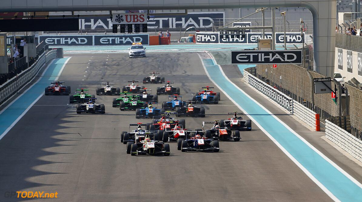 2015 GP3 Series Round 9. Yas Marina Circuit, Abu Dhabi, United Arab Emirates. Sunday 29 November 2015. The start. Photo: Sam Bloxham/GP3 Series Media Service. ref: Digital Image _SBL0061   Zak Mauger    Action