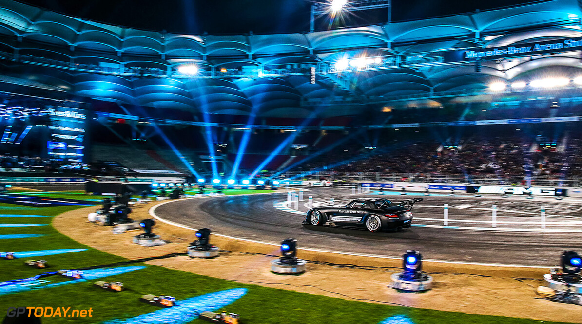 12122015TARSANDCARS Stars & Cars, Stuttgart, Mercedes Benz Arena, 12.12.2015,  Finale, Daniel Juncadella (Mercedes DTM Fahrer)  Stars & Cars, Stuttgart, 12.12.2015 Mercedes Stuttgart Deutschland  Event Stars & Cars Stars 'n' Cars Stars and Cars Veranstaltung 2015 Motorsport