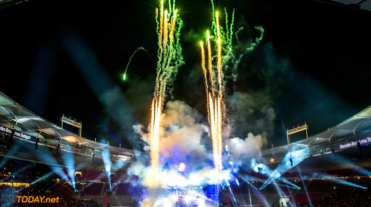 12122015TARSANDCARS Stars & Cars, Stuttgart, Mercedes Benz Arena, 12.12.2015,  Abschlussfeuerwerk, Feuerwerk Stars & Cars, Stuttgart, 12.12.2015 Mercedes Stuttgart Deutschland  Event Stars & Cars Stars 'n' Cars Stars and Cars Veranstaltung 2015 Motorsport