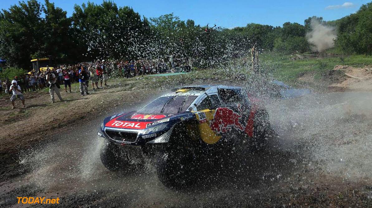 <strong>Dakar:</strong> Loeb pakt zijn derde dagzege tijdens vijfde etappe