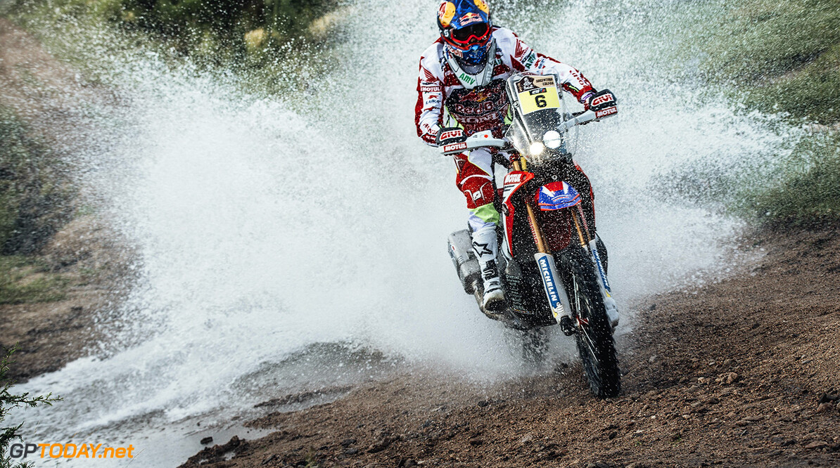 Joan Barreda (ESP) from Team HRC performs during stage 2 of Rally Dakar 2016 from Villa Carlos Paz to Termas de Rio Hondo, Argentina on January 4, 2016. // Flavien Duhamel/Red Bull Content Pool // P-20160104-00161 // Usage for editorial use only // Please go to www.redbullcontentpool.com for further information. //  Joan Barreda  Flavien Duhamel