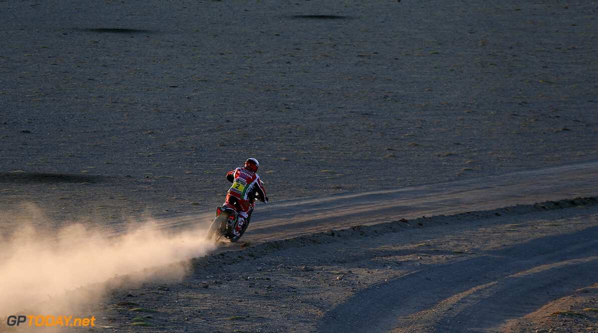 02  GONCALVES Paulo (por) HONDA action during the Dakar 2016 Argentina,  Bolivia, Etape 7 - Stage 7, Uyuni - Salta,  from  January 9, 2016 - Photo Florent Gooden / DPPI AUTO - DAKAR 2016 - PART 1 Florent Gooden uyuni Argentine  Amerique Du Sud Argentine Auto Bikes Bolivie Camion Course Dakar January Janvier Moto Quad Rally Rallye Rallye Raid Rallyes Raid Rallyraid Trucks