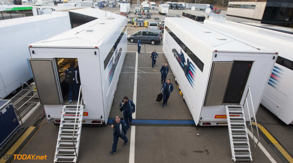 160219RF10093 BARCELONA, SPAIN - 19 FEBRUARY 2016: Teams arriving in the paddock of Formula 1's Pre-Season Test at Circuit de Barcelona-Catalunya. Formula 1's Pre-Season Test Ronald Fleurbaaij Barcelona Spain  Sport Sports Autosport Motorsports Auto Car Racewagen Race Car Formule 1 Formula 1 F1 FIA Formula One World Championship Spain Spanje Circuit de Barcelona-Catalunya Pre-Season Test