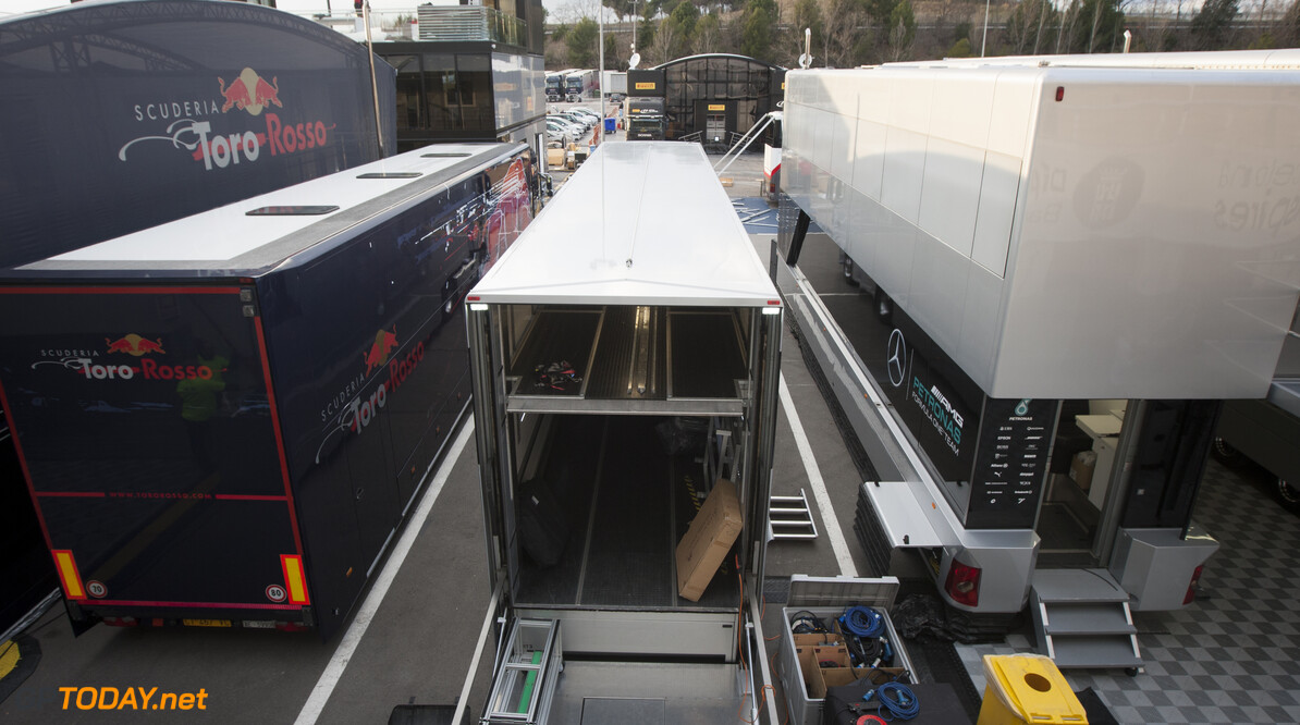160219RF10017 BARCELONA, SPAIN - 19 FEBRUARY 2016: Teams arriving in the paddock of Formula 1's Pre-Season Test at Circuit de Barcelona-Catalunya. Formula 1's Pre-Season Test Ronald Fleurbaaij Barcelona Spain  Sport Sports Autosport Motorsports Auto Car Racewagen Race Car Formule 1 Formula 1 F1 FIA Formula One World Championship Spain Spanje Circuit de Barcelona-Catalunya Pre-Season Test