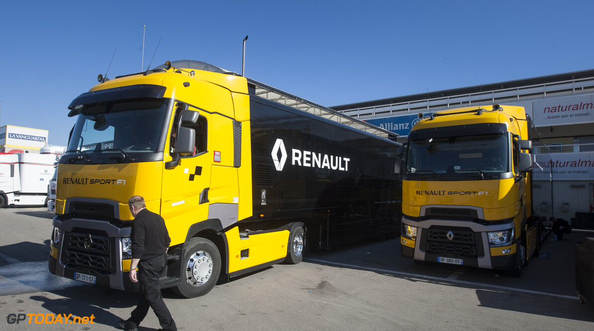 160220RF20094 BARCELONA, SPAIN - 20 FEBRUARY 2016: Teams arriving in the paddock of Formula 1's Pre-Season Test at Circuit de Barcelona-Catalunya. Formula 1's Pre-Season Test Ronald Fleurbaaij Barcelona Spain  Sport Sports Autosport Motorsports Auto Car Racewagen Race Car Formule 1 Formula 1 F1 FIA Formula One World Championship Spain Spanje Circuit de Barcelona-Catalunya Pre-Season Test