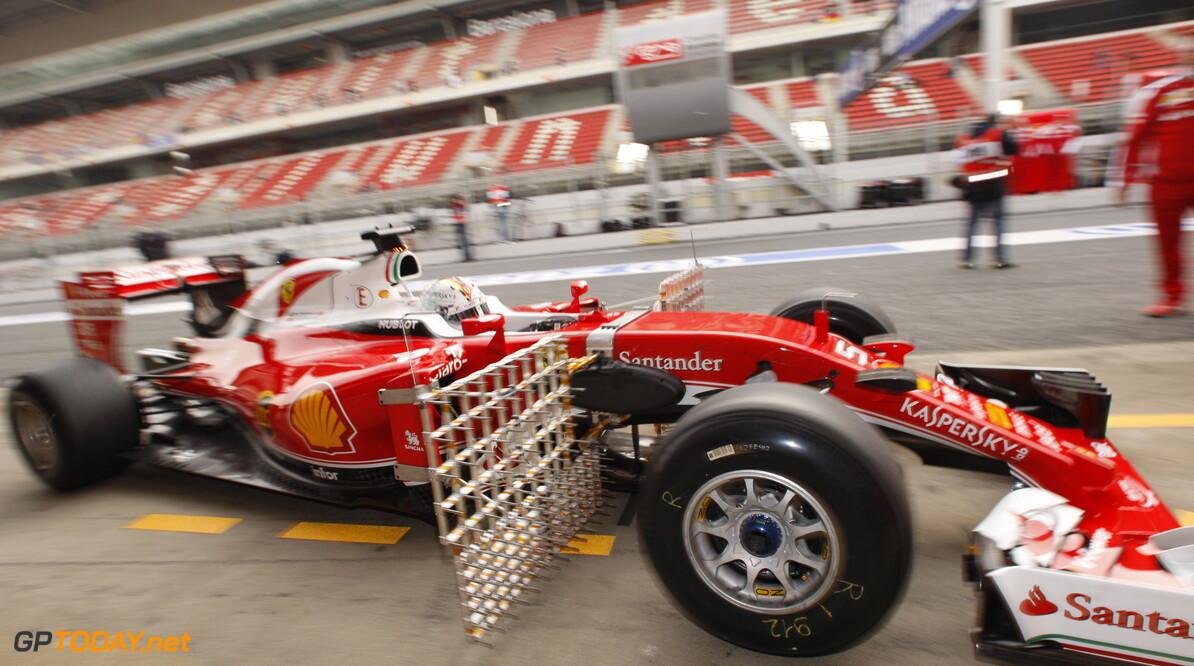 Testupdate: Vettel leider halverwege eerste dag