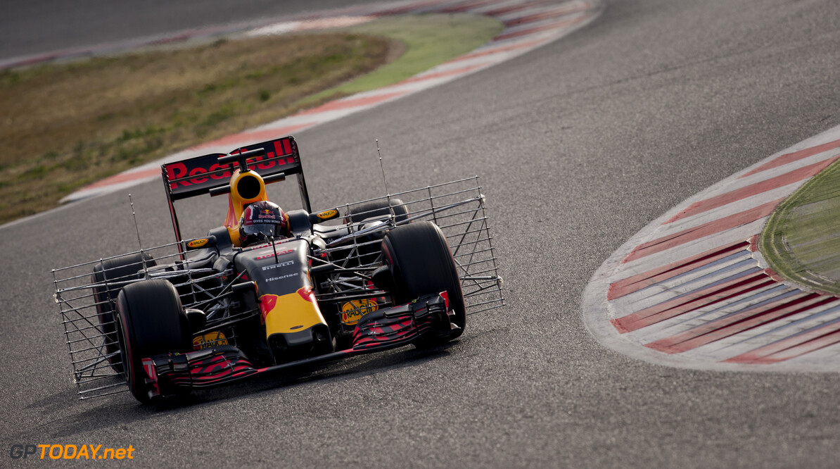 160224RF22765 BARCELONA, SPAIN - 24 FEBRUARY 2016: #26 Daniil Kvyat (RUS), Infiniti Red Bull Racing, during day 1 of Formula 1's Pre-Season Test at Circuit de Barcelona-Catalunya. Formula 1's Pre-Season Test Ronald Fleurbaaij Barcelona Spain  Sport Sports Autosport Motorsports Auto Car Racewagen Race Car Formule 1 Formula 1 F1 FIA Formula One World Championship Spain Spanje Circuit de Barcelona-Catalunya Pre-Season Test