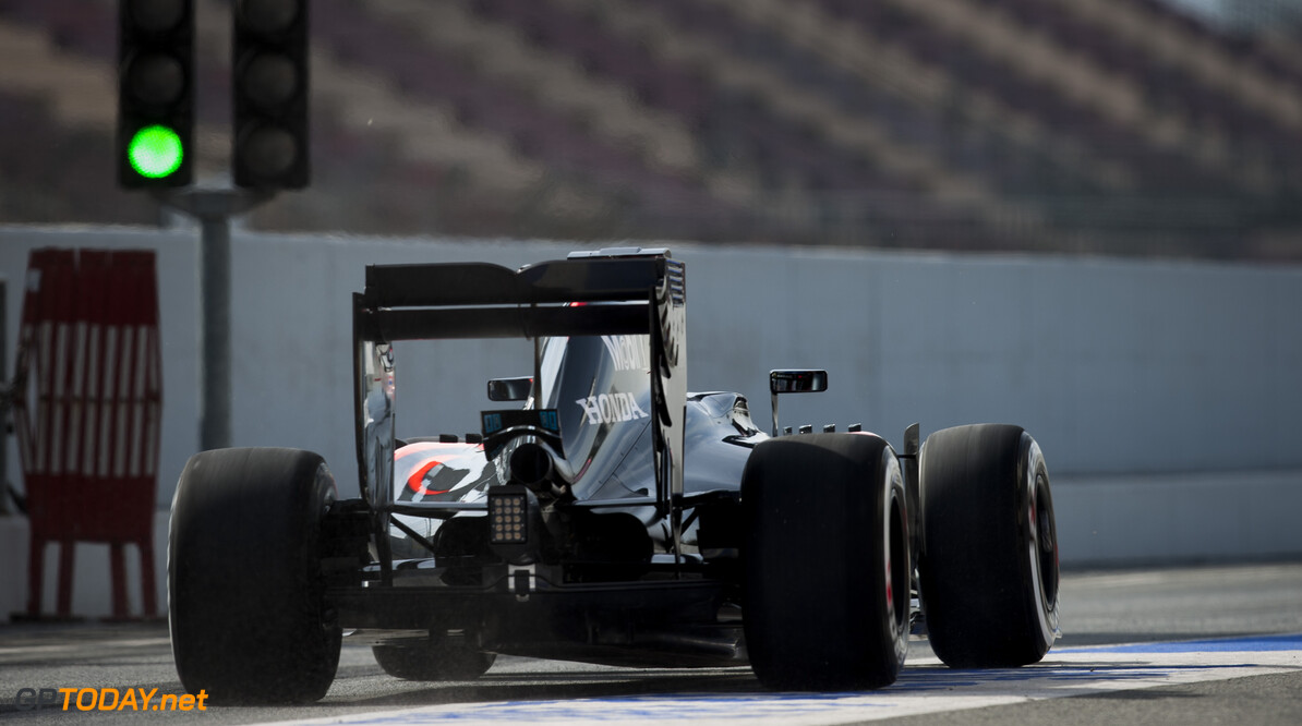 160224RF22837 BARCELONA, SPAIN - 24 FEBRUARY 2016: #22 Jenson Button (GBR), McLaren Honda, during day 1 of Formula 1's Pre-Season Test at Circuit de Barcelona-Catalunya. Formula 1's Pre-Season Test Ronald Fleurbaaij Barcelona Spain  Sport Sports Autosport Motorsports Auto Car Racewagen Race Car Formule 1 Formula 1 F1 FIA Formula One World Championship Spain Spanje Circuit de Barcelona-Catalunya Pre-Season Test