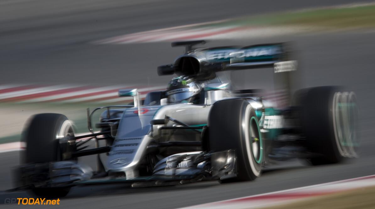 VT2: Rosberg bovenaan, lekke band bij Renault