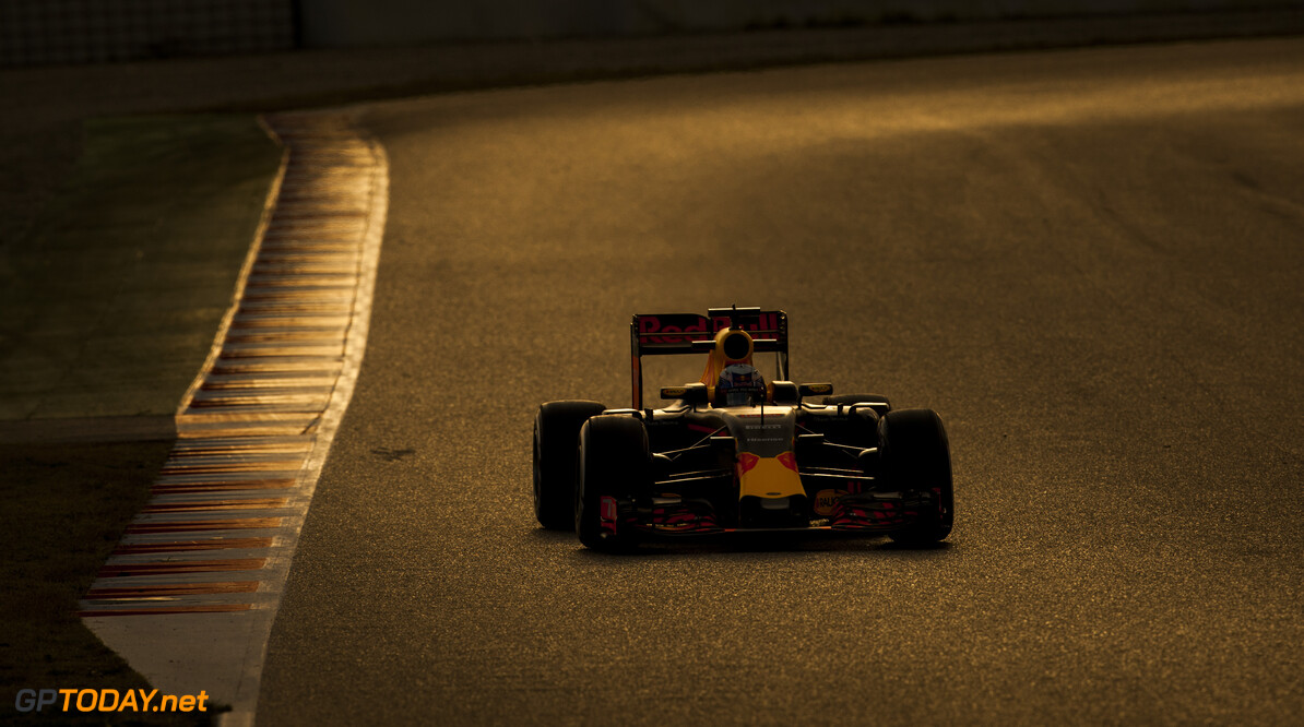 160304RF28774 BARCELONA, SPAIN - 4 MARCH 2016: #3 Daniel Ricciardo (AUS), Infiniti Red Bull Racing, during day 8 of Formula 1's Pre-Season Test at Circuit de Barcelona-Catalunya. Formula 1's Pre-Season Test Ronald Fleurbaaij Barcelona Spain  Sport Sports Autosport Motorsports Auto Car Racewagen Race Car Formule 1 Formula 1 F1 FIA Formula One World Championship Spain Spanje Circuit de Barcelona-Catalunya Pre-Season Test