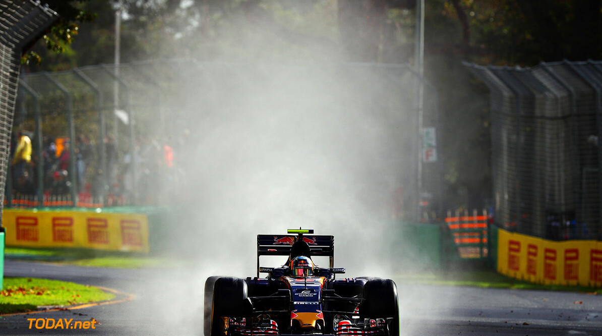 MELBOURNE, AUSTRALIA - MARCH 18: Carlos Sainz Jr of Spain drives the (55) Scuderia Toro Rosso STR11 Ferrari 059/5 turbo on track during practice ahead of the Australian Formula One Grand Prix at Albert Park on March 18, 2016 in Melbourne, Australia.  (Photo by Clive Mason/Getty Images) // Getty Images / Red Bull Content Pool  // P-20160318-00175 // Usage for editorial use only // Please go to www.redbullcontentpool.com for further information. //  Australian F1 Grand Prix - Practice Clive Mason Melbourne Australia  P-20160318-00175