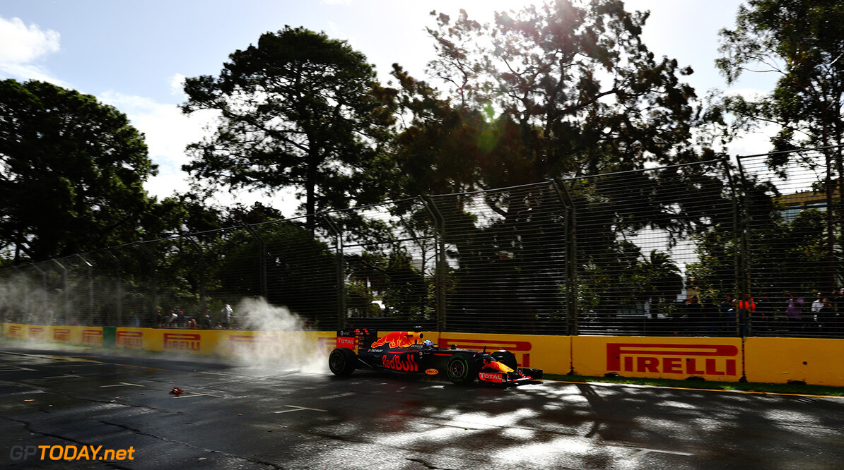 MELBOURNE, AUSTRALIA - MARCH 18: Daniel Ricciardo of Australia drives the (3) Red Bull Racing Red Bull-TAG Heuer RB12 TAG Heuer on track during practice ahead of the Australian Formula One Grand Prix at Albert Park on March 18, 2016 in Melbourne, Australia.  (Photo by Clive Mason/Getty Images) // Getty Images / Red Bull Content Pool  // P-20160318-00171 // Usage for editorial use only // Please go to www.redbullcontentpool.com for further information. //  Australian F1 Grand Prix - Practice Clive Mason Melbourne Australia  P-20160318-00171