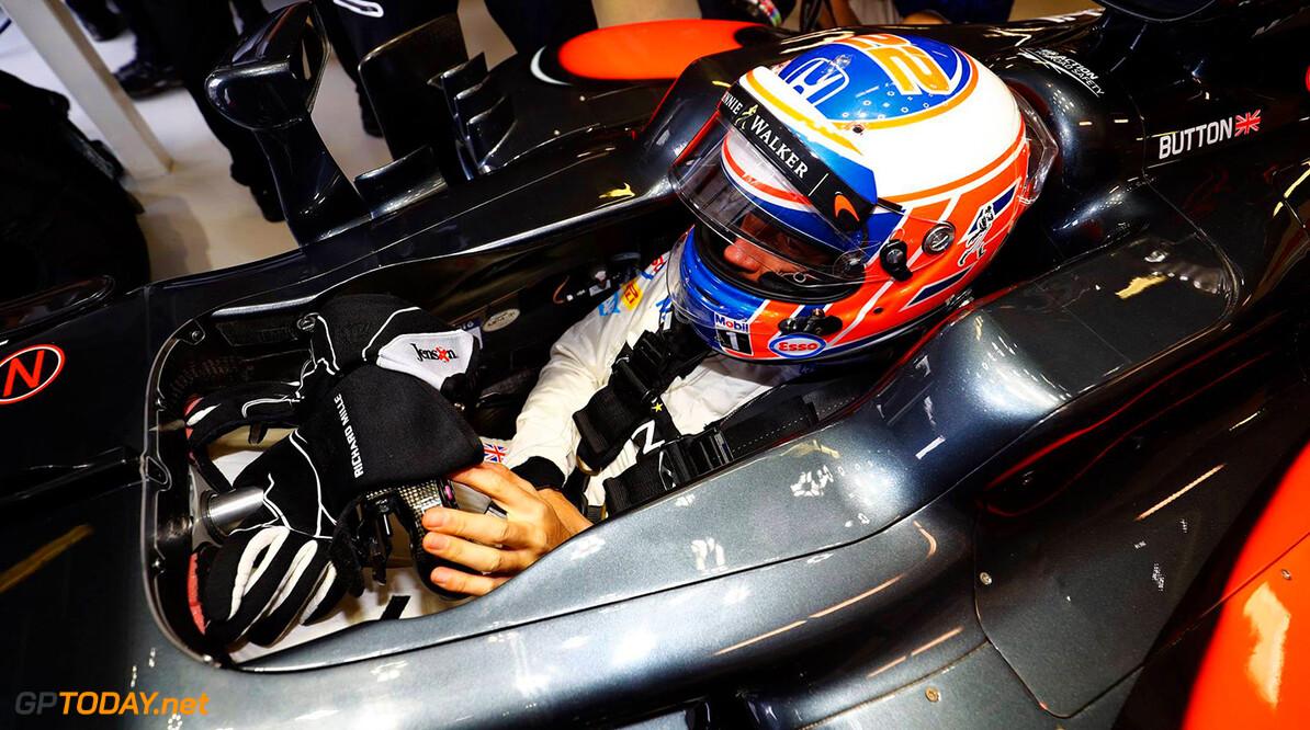 McLaren-Honda maakt het beste van lastige dag