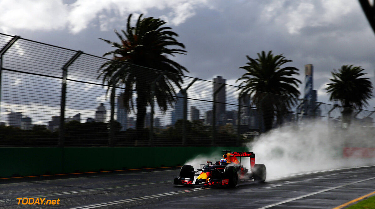 MELBOURNE, AUSTRALIA - MARCH 18: Daniel Ricciardo of Australia drives the (3) Red Bull Racing Red Bull-TAG Heuer RB12 TAG Heuer on track during practice ahead of the Australian Formula One Grand Prix at Albert Park on March 18, 2016 in Melbourne, Australia.  (Photo by Lars Baron/Getty Images) // Getty Images / Red Bull Content Pool  // P-20160318-00159 // Usage for editorial use only // Please go to www.redbullcontentpool.com for further information. //  Australian F1 Grand Prix - Practice Lars Baron Melbourne Australia  P-20160318-00159