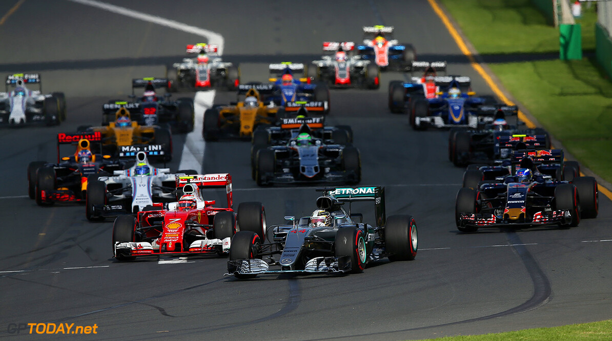 MELBOURNE, AUSTRALIA - MARCH 20:  Lewis Hamilton of Great Britain drives the 4 Mercedes AMG Petronas F1 Team Mercedes F1 WO7 Mercedes PU106C Hybrid turbo leads Kimi Raikkonen of Finland drives the  Scuderia Ferrari SF16-H Ferrari 059/5 turbo and Max Verstappen of the Netherlands drives the 3 Scuderia Toro Rosso STR11 Ferrari 059/5 turbo into the first corner during the Australian Formula One Grand Prix at Albert Park on March 20, 2016 in Melbourne, Australia.  (Photo by Lars Baron/Getty Images) // Getty Images / Red Bull Content Pool  // P-20160320-00131 // Usage for editorial use only // Please go to www.redbullcontentpool.com for further information. //  Australian F1 Grand Prix Lars Baron Melbourne Australia  P-20160320-00131