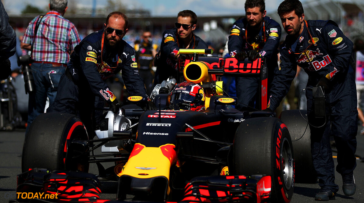 MELBOURNE, AUSTRALIA - MARCH 20: Daniil Kvyat of Russia and Red Bull Racing arrives on the grid during the Australian Formula One Grand Prix at Albert Park on March 20, 2016 in Melbourne, Australia.  (Photo by Lars Baron/Getty Images) // Getty Images / Red Bull Content Pool  // P-20160320-00247 // Usage for editorial use only // Please go to www.redbullcontentpool.com for further information. //  Australian F1 Grand Prix Lars Baron Melbourne Australia  P-20160320-00247