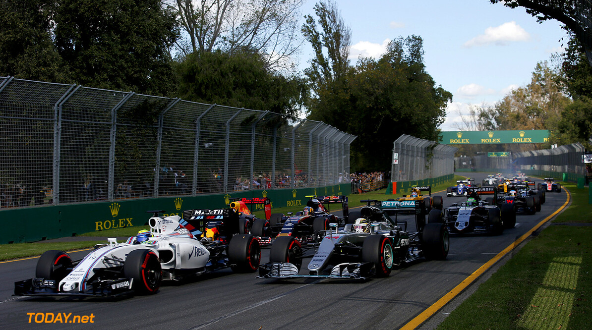 Albert Park, Melbourne, Australia. Sunday 20 March 2016. Felipe Massa, Williams FW38 Mercedes, leads Lewis Hamilton, Mercedes F1 W07 Hybrid, Daniel Ricciardo, Red Bull Racing RB12 TAG Heuer, Carlos Sainz Jr, Toro Rosso STR11 Ferrari, and the remainder of the field on the opening lap. Photo: Sam BloxhamWilliams F1 ref: Digital Image _L4R5038  Steven Tee    f1 formula 1 formula one aus oz gp grand prix Action Start