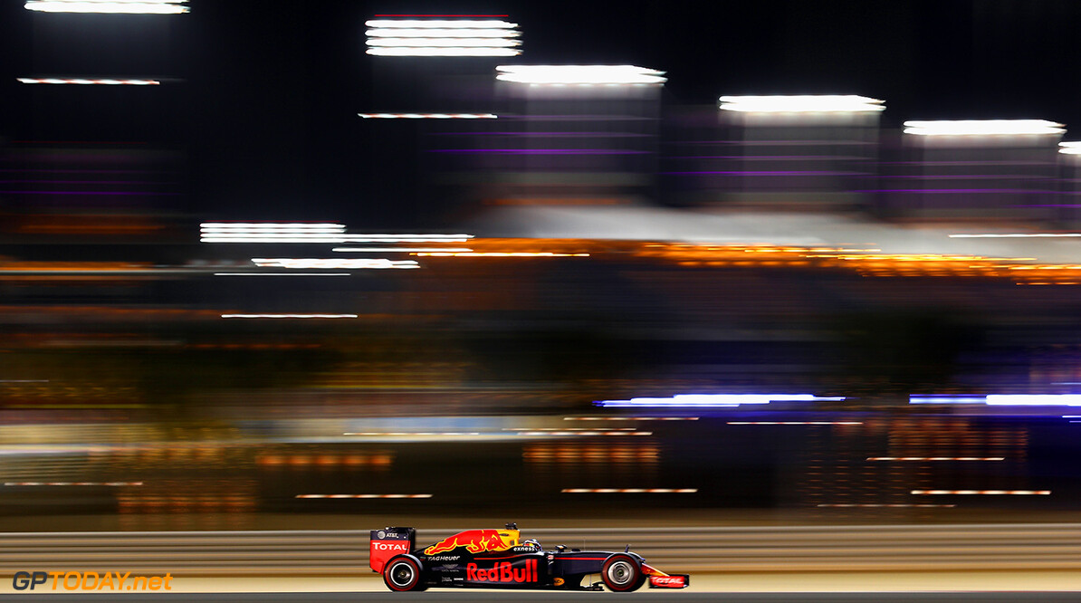 SAKHIR, BAHRAIN - APRIL 01: Daniel Ricciardo of Australia drives the (3) Red Bull Racing Red Bull-TAG Heuer RB12 TAG Heuer on track during practice for the Bahrain Formula One Grand Prix at Bahrain International Circuit on April 1, 2016 in Sakhir, Bahrain.  (Photo by Clive Mason/Getty Images) // Getty Images / Red Bull Content Pool  // P-20160401-00815 // Usage for editorial use only // Please go to www.redbullcontentpool.com for further information. //  F1 Grand Prix of Bahrain - Practice Clive Mason As Sakhir Bahrain  P-20160401-00815