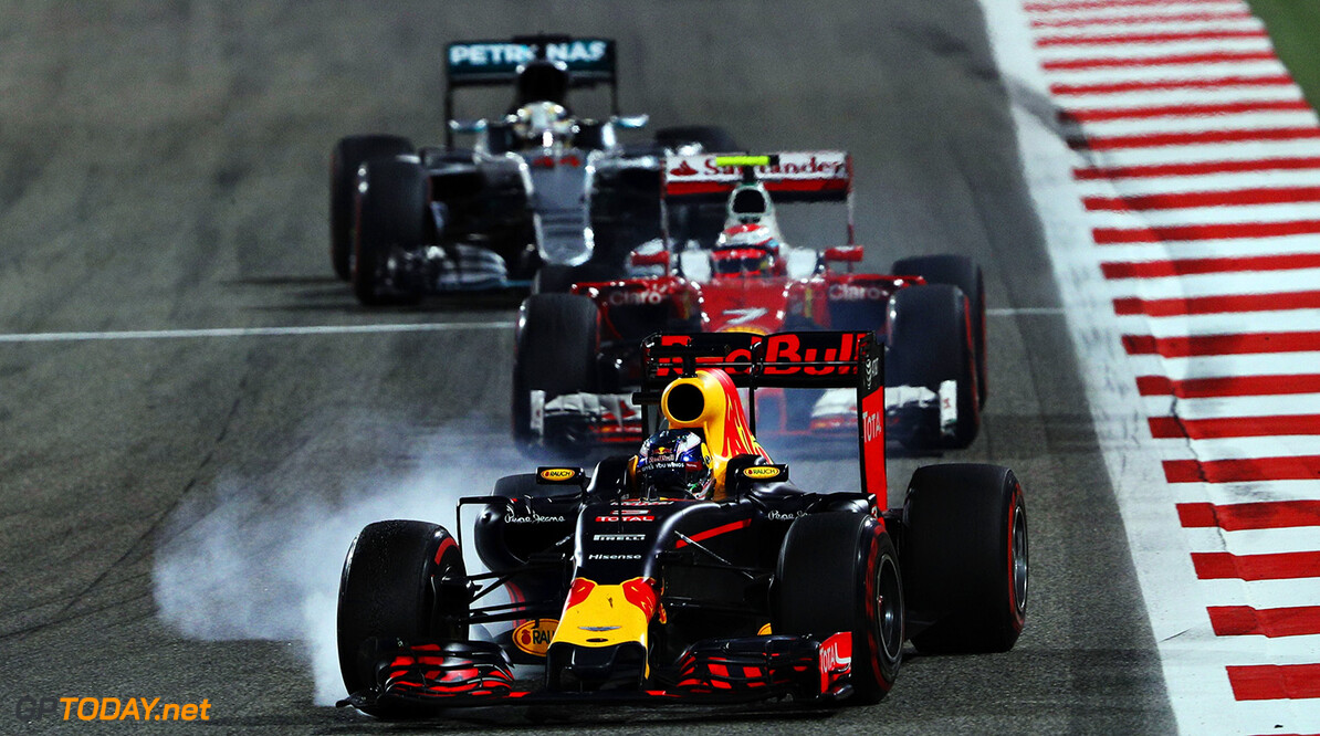 SAKHIR, BAHRAIN - APRIL 03: Daniel Ricciardo of Australia drives the (3) Red Bull Racing Red Bull-TAG Heuer RB12 TAG Heuer on track ahead of Kimi Raikkonen of Finland drives the (7) Scuderia Ferrari SF16-H Ferrari 059/5 turbo (Shell GP) and Lewis Hamilton of Great Britain drives the (44) Mercedes AMG Petronas F1 Team Mercedes F1 WO7 Mercedes PU106C Hybrid turbo during the Bahrain Formula One Grand Prix at Bahrain International Circuit on April 3, 2016 in Sakhir, Bahrain.  (Photo by Mark Thompson/Getty Images) // Getty Images / Red Bull Content Pool  // P-20160403-00275 // Usage for editorial use only // Please go to www.redbullcontentpool.com for further information. //  F1 Grand Prix of Bahrain Mark Thompson As Sakhir Bahrain  P-20160403-00275