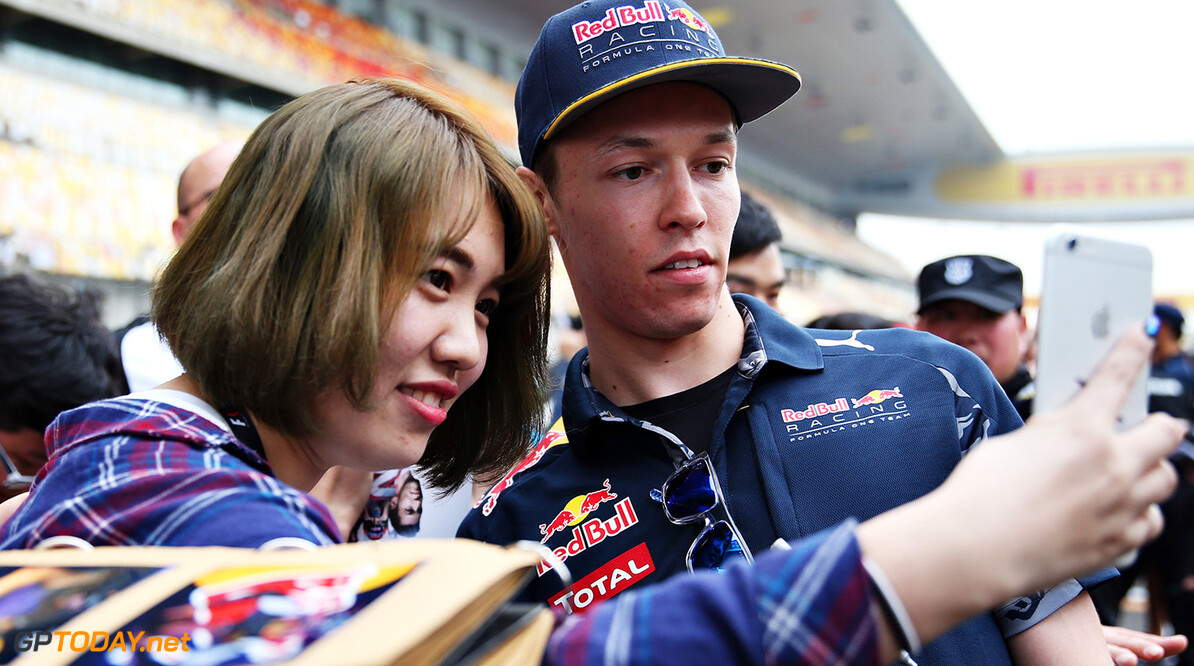 SHANGHAI, CHINA - APRIL 14: Daniil Kvyat of Russia and Red Bull Racing poses for a photo with a fan in the Pitlane during previews to the Formula One Grand Prix of China at Shanghai International Circuit on April 14, 2016 in Shanghai, China.  (Photo by Mark Thompson/Getty Images) // Getty Images / Red Bull Content Pool  // P-20160414-00280 // Usage for editorial use only // Please go to www.redbullcontentpool.com for further information. //  F1 Grand Prix of China - Previews Mark Thompson Shanghai China  P-20160414-00280
