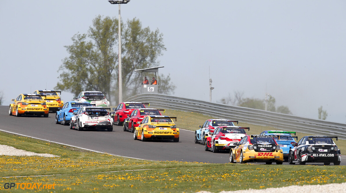 start race 1 during the 2016 FIA WTCC World Touring Car Championship race of Slovakia at Slovakia Ring, from April 15 to 17 2016 - Photo Alexandre Guillaumot / DPPI AUTO - WTCC SLOVAKIA 2016 Alexandre Guillaumot Orechova Poton Slovaquie  Auto CHAMPIONNAT DU MONDE CIRCUIT COURSE FIA Motorsport TOURISME WTCC avril slovaquie