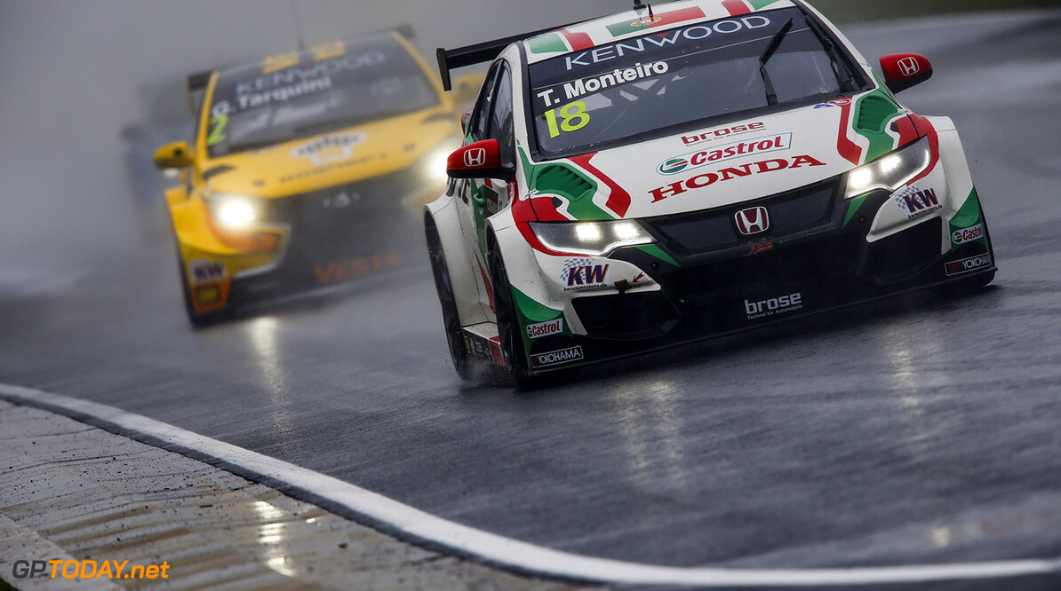18 MONTEIRO Tiago (por) Honda Civic team Castrol Honda WTCC action during the 2016 FIA WTCC World Touring Car Race of Hungary at hungaroring, Budapest from April 22 to 24, 2016 - Photo Florent Gooden / DPPI AUTO - WTCC HUNGARY 2016 Florent Gooden Budapest Hongrie  AUTO AVRIL CHAMPIONNAT DU MONDE CIRCUIT COURSE FIA HONGRIE Motorsport TOURISME WTCC europe