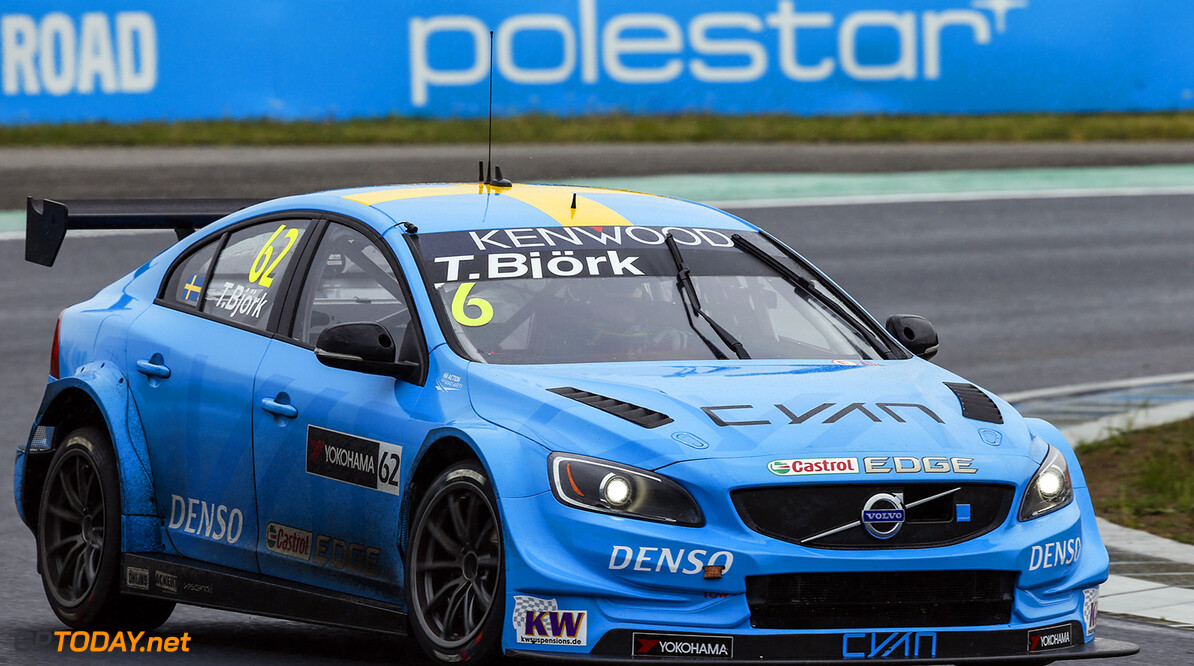 62 BJORK Thed (swe) Volvo S60 team Polestar Cyan racing action during the 2016 FIA WTCC World Touring Car Race of Hungary at hungaroring, Budapest from April 22 to 24, 2016 - Photo Florent Gooden / DPPI AUTO - WTCC HUNGARY 2016 Florent Gooden Budapest Hongrie  AUTO AVRIL CHAMPIONNAT DU MONDE CIRCUIT COURSE FIA HONGRIE Motorsport TOURISME WTCC europe