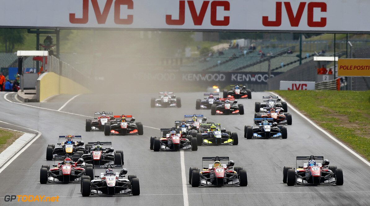 FIA Formula 3 European Championship, round 2, race 1, Hungarorin Start of the race, 12 George Russell (GBR, HitechGP, Dallara F312 - Mercedes-Benz) taking the lead from 16 Ralf Aron (EST, Prema Powerteam, Dallara F312 - Mercedes-Benz), 1 Lance Stroll (CAN, Prema Powerteam, Dallara F312 - Mercedes-Benz), 17 Maximilian G?nther (DEU, Prema Powerteam, Dallara F312 - Mercedes-Benz), FIA Formula 3 European Championship, round 2, race 1, Hungaroring (HUN), 22. - 24. April 2016 FIA Formula 3 European Championship 2016, round 2, race 1, Hungaroring (HUN) Thomas Suer Budapest Hungary