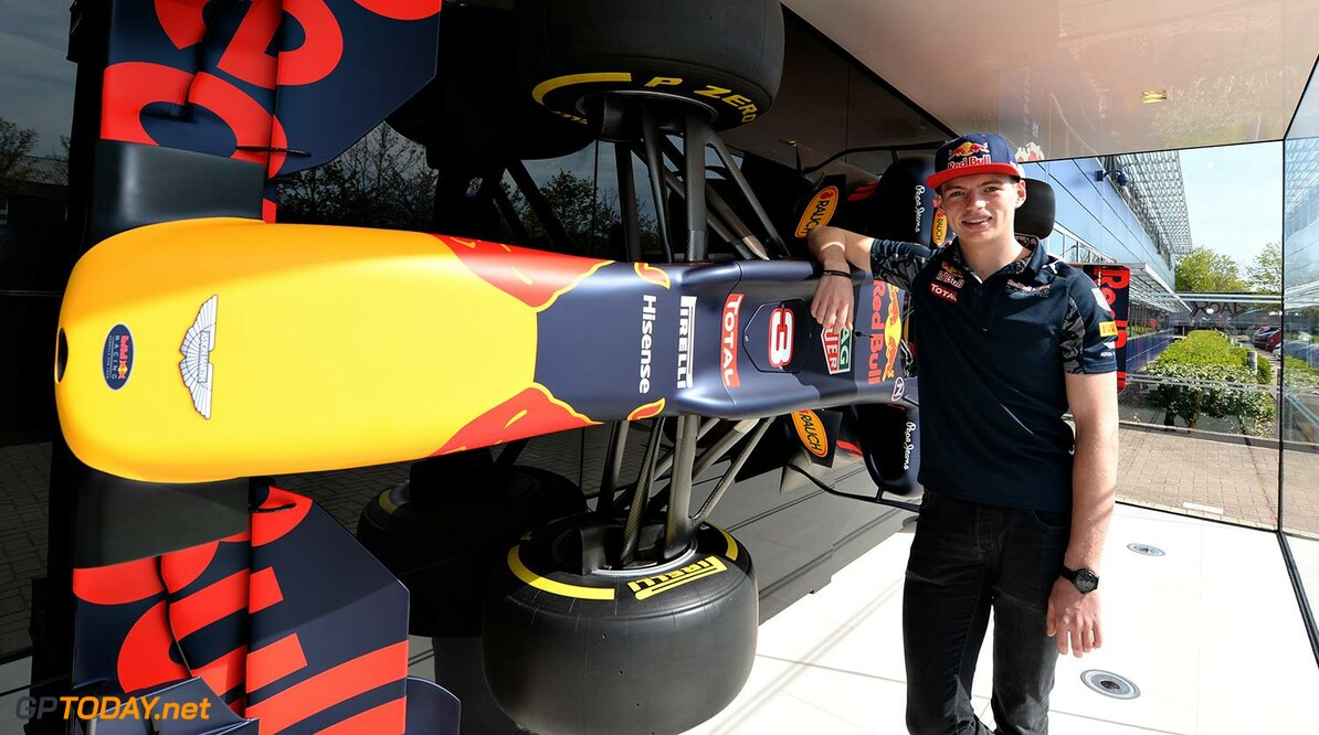 f2a6b603bbed38 Red Bull Racing bevestigt Max Verstappen!