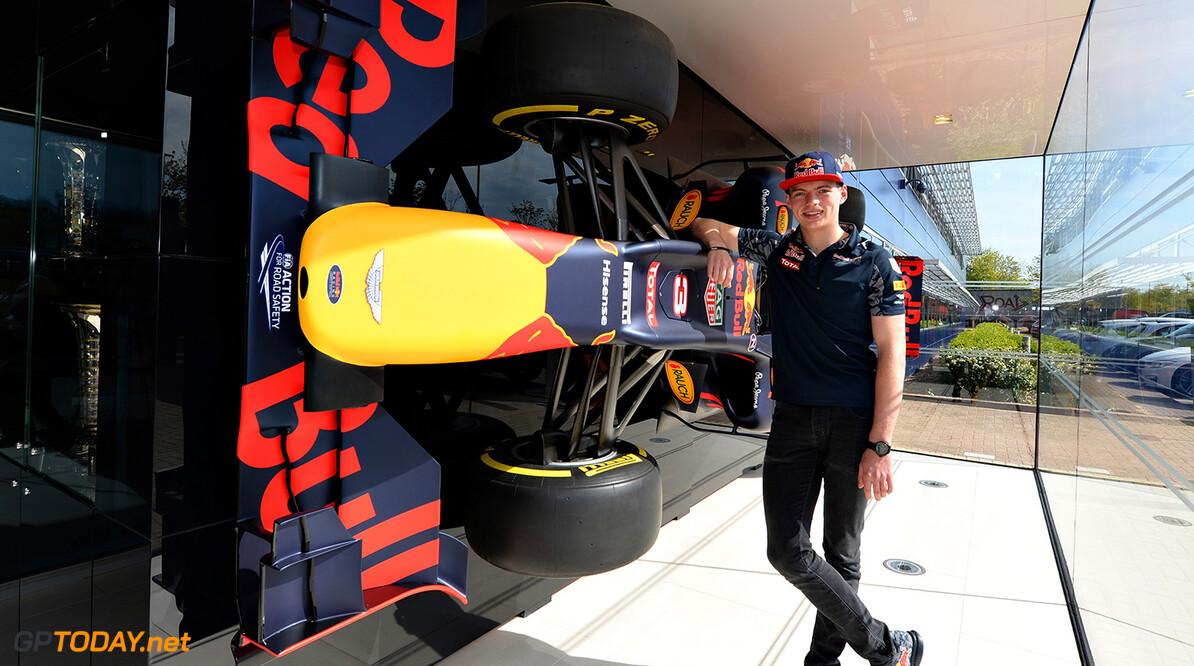 Max Verstappen test 18 mei voor Red Bull Racing in Barcelona