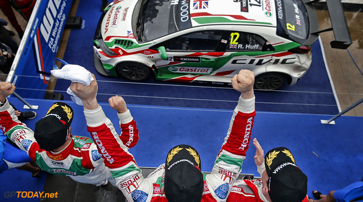 podium ambiance HUFF Rob (gbr) Honda Civic team Honda racing Jas portrait ambiance MONTEIRO Tiago (por) Honda Civic team Honda racing Jas portrait ambiance MICHELISZ Norbert (hun) Honda Civic team Honda racing Jas portrait ambiance  during the 2016 FIA WTCC World Touring Car Race of Morocco at Marrakech, from May 6 to 8  2016 - Photo Francois Flamand / DPPI AUTO - WTCC MARRAKECH 2016 Francois Flamand Marrakech Maroc  mai auto avril championnat du monde circuit course fia maroc motorsport tourisme wtcc