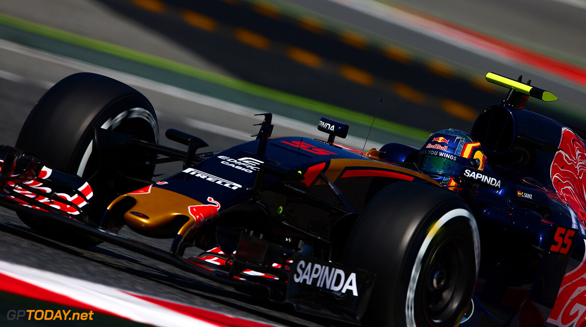 MONTMELO, SPAIN - MAY 13: Carlos Sainz of Spain driving the (55) Scuderia Toro Rosso STR11 Ferrari 060/5 turbo on track during practice for the Spanish Formula One Grand Prix at Circuit de Catalunya on May 13, 2016 in Montmelo, Spain.  (Photo by Dan Istitene/Getty Images) // Getty Images / Red Bull Content Pool  // P-20160513-00635 // Usage for editorial use only // Please go to www.redbullcontentpool.com for further information. //  Spanish F1 Grand Prix - Practice Dan Istitene  Spain  P-20160513-00635