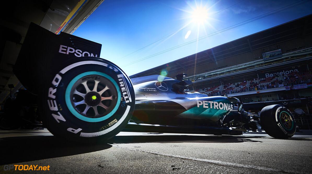 Geen penalties voor Mercedes-coureurs na crash