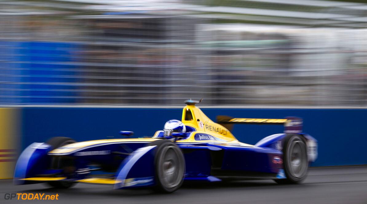 Race.  Paris e-Prix,  Paris, France, Europe. Saturday 23 April 2016 Photo: Adam Warner /LAT/FE ref: Digital Image _A8C1318   Adam Warner