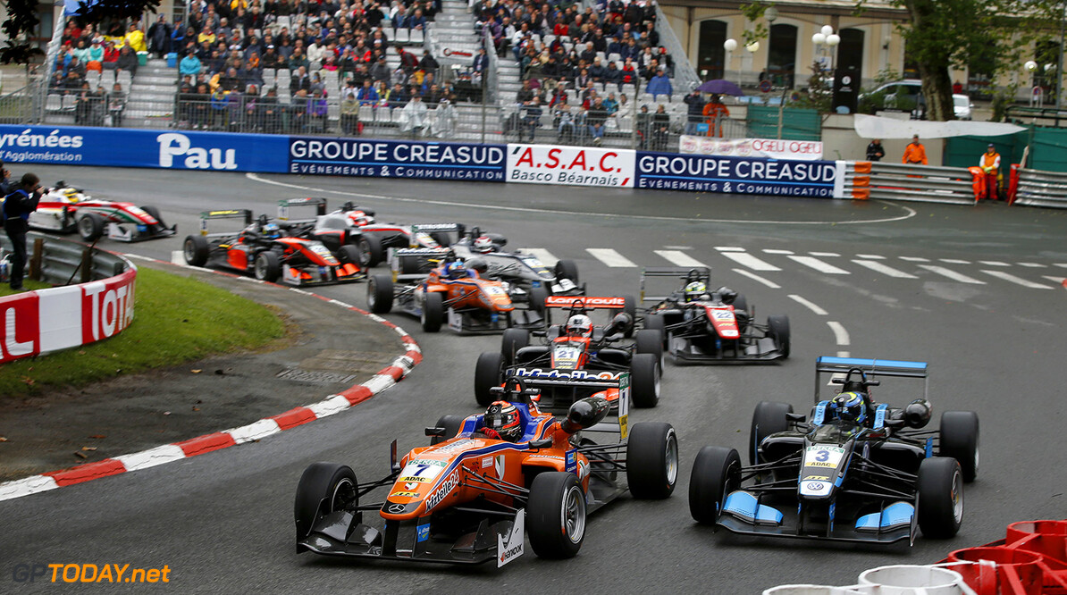 FIA Formula 3 European Championship, round 3, race 2, Pau (FRA) Start of the race, 7 Mikkel Jensen (DEN, kfzteile24 M?cke Motorsport, Dallara F312 - Mercedes-Benz), 3 Ryan Tveter (USA, Carlin, Dallara F312 - Volkswagen), FIA Formula 3 European Championship, round 3, race 2, Pau (FRA), 13. - 15. May 2016 FIA Formula 3 European Championship 2016, round 3, race 2, Pau (FRA) Thomas Suer Pau France