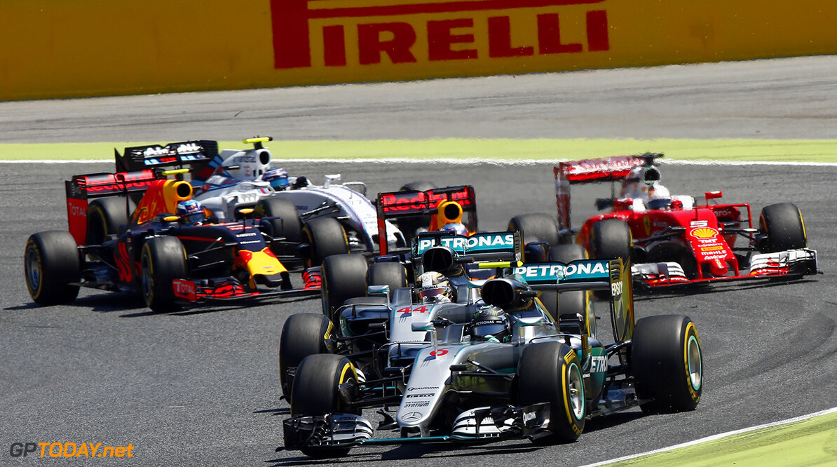 www.hoch-zwei.net Motorsports: FIA Formula One World Championship 2016, Race in Barcelona,  #6 Nico Rosberg (GER, Mercedes AMG Petronas F1 Team), #44 Lewis Hamilton (GBR, Mercedes AMG Petronas F1 Team), #5 Sebastian Vettel (GER, Scuderia Ferrari), #3 Daniel Ricciardo (AUS, Red Bull Racing),  Start FIA F1 World Championship 2016, Race in Barcelona HOCH ZWEI Barcelona Spain  Motorsport - motor sport Formel Eins - formula one Formel 1 - formula 1 Formel 1 - formula one F1 - F 1 Weltmeisterschaft - world championship Saison 2016 - Season 2016 VersandPartnerF1 VersandPartnerStandard Fahrszene - race action    Rennen - race    Aktion - action    Rennszene fahrend Fahrbild faehrt Aktionsfoto Aktionsbild Fahrszene - race action    Rennen - race    Aktion - action