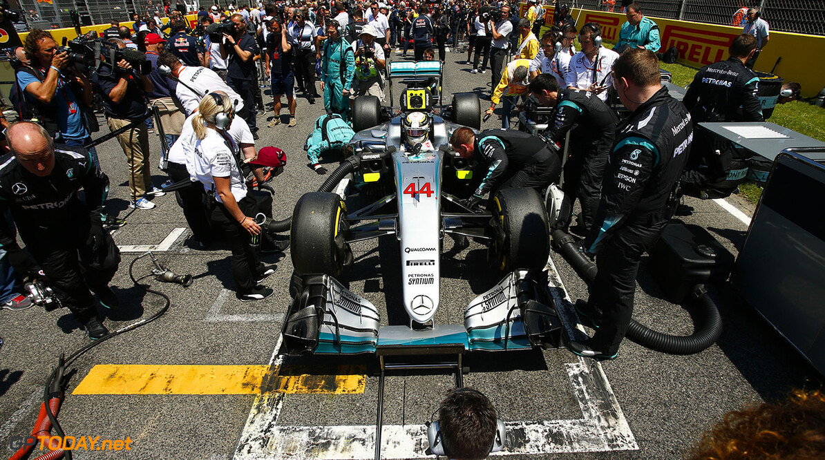 """Lewis Hamilton refuses to say """"exactly what happened"""" with Mercedes crew swap"""